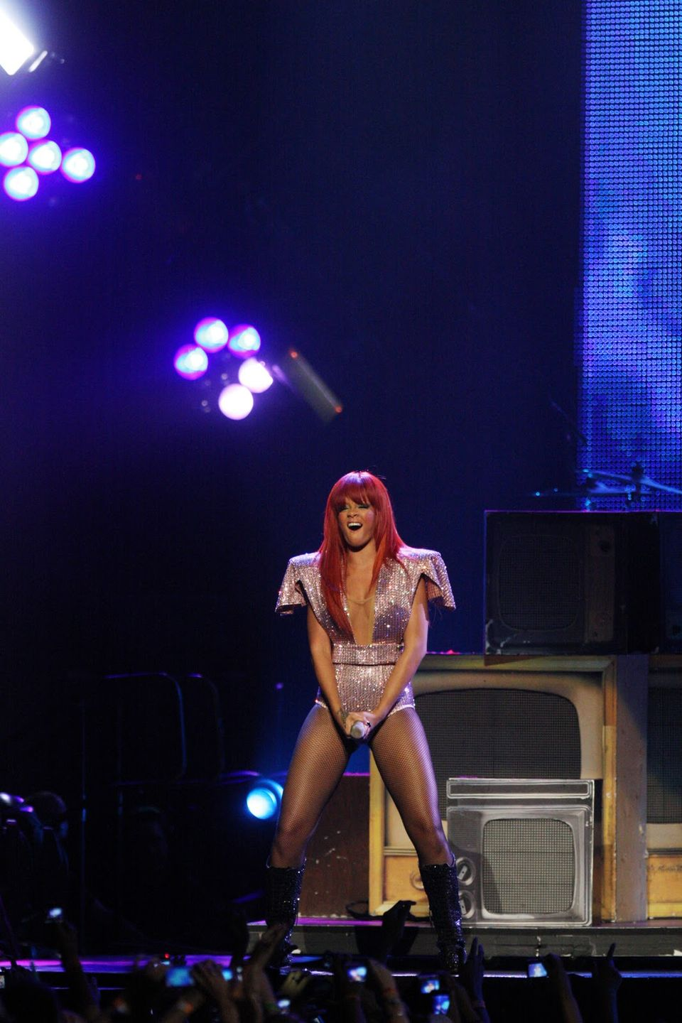 Rihanna warms up Sydney for