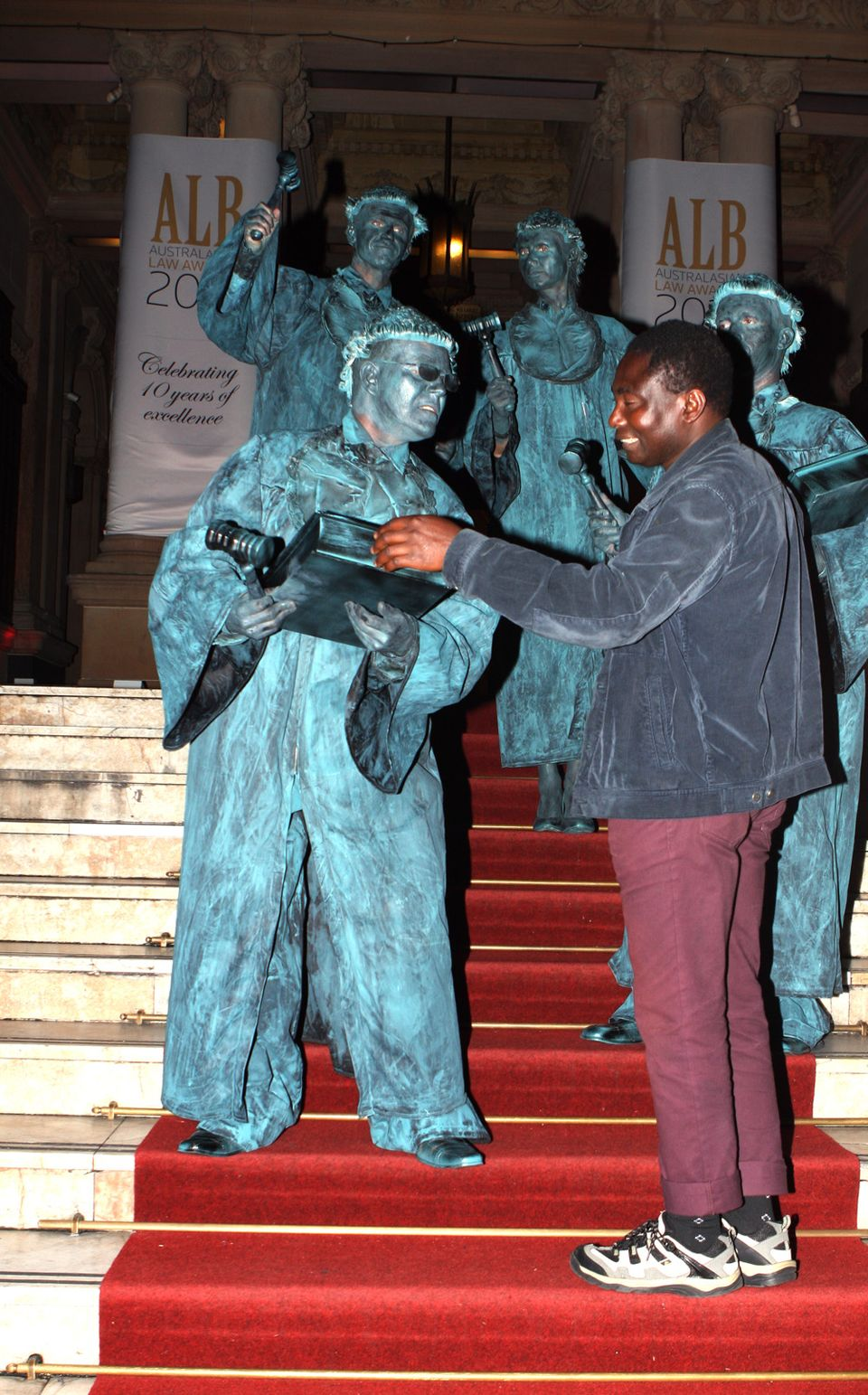 Human Statue Bodyart: Bodypainters and Living Statues in